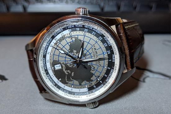 Đồng hồ có vòng GMT là 24 thành phố cũng có một kim GMT ở trung tâm và vòng xoay 24 thành phố (còn gọi là World Time Ring) tương đương với 24 múi giờ GMT ở mặt trong đồng hồ. Ở một số mẫu đồng hồ GMT vừa có vòng xoay 24 thành phố và vòng xoay 24h tương ứng.