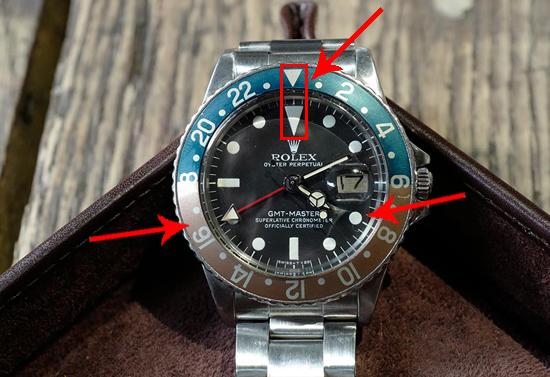 mũi tên màu trắng trên vòng xoay Bezel chỉ đúng vào số 12 (số 12 của mặt số bên trong mặt đồng hồ)