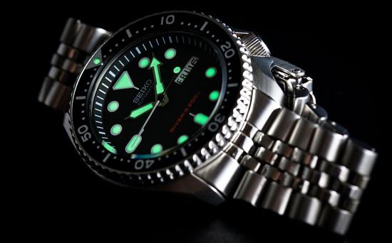 Đồng hồ Seiko với dạ quang LumiBrite